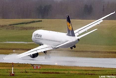 PlaneTRETAU0303_468x316.jpg