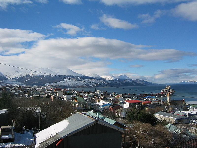 800px-Ushuaia_in_early_Spring.jpg