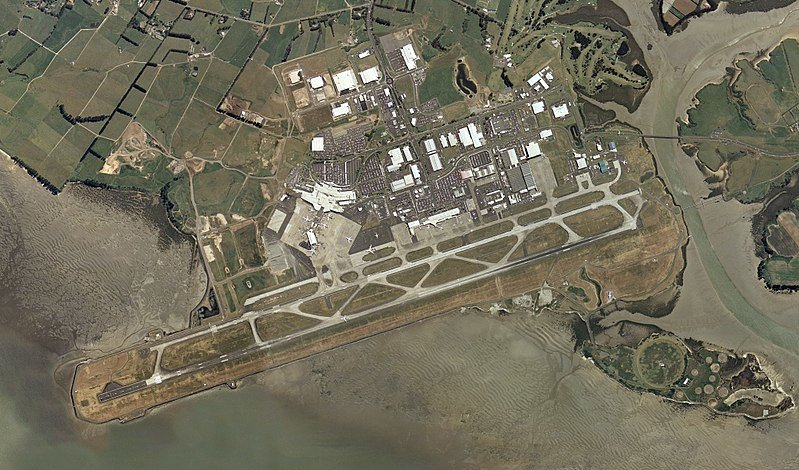 800px-Auckland_Int_Airport_aerial_photo.jpg