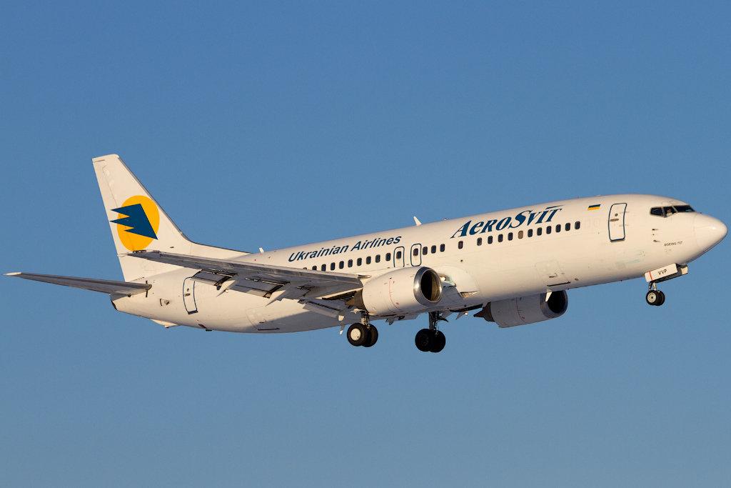 737+AeroSvit+UR-VVP.jpg