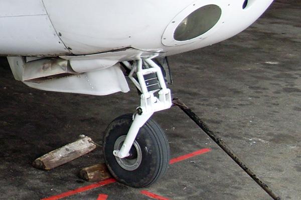 фото самолетов с хвостовым колесом проверяется крепление объектива