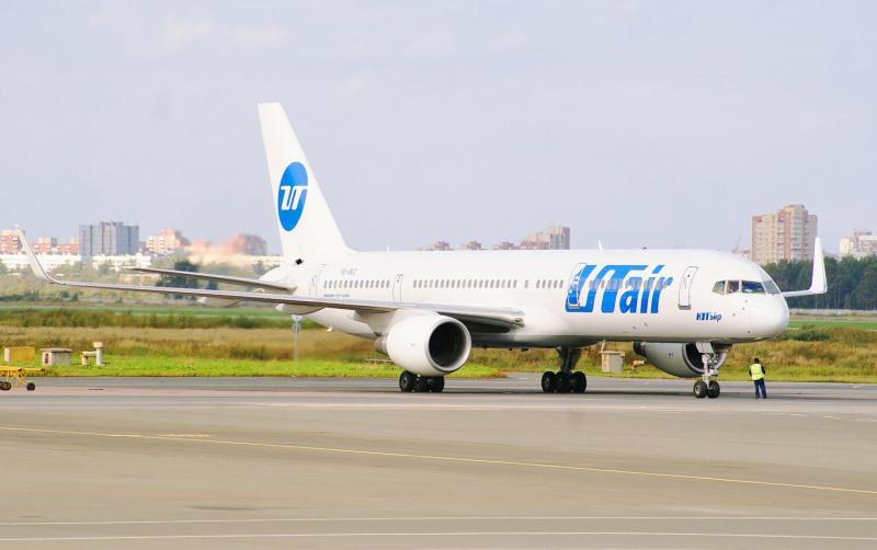 Боинг 757-200 Ютэйр.  Пока снимал, его готовили к отправке.  194 сообщений.