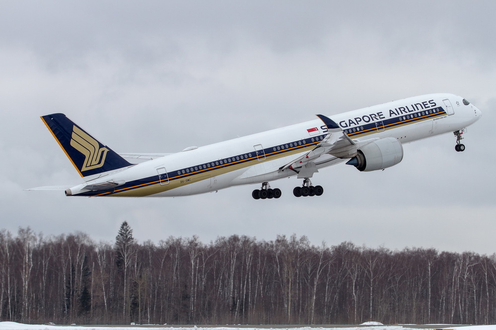 Singapore Airlines Airbus A350-900 9V-SMC.jpg