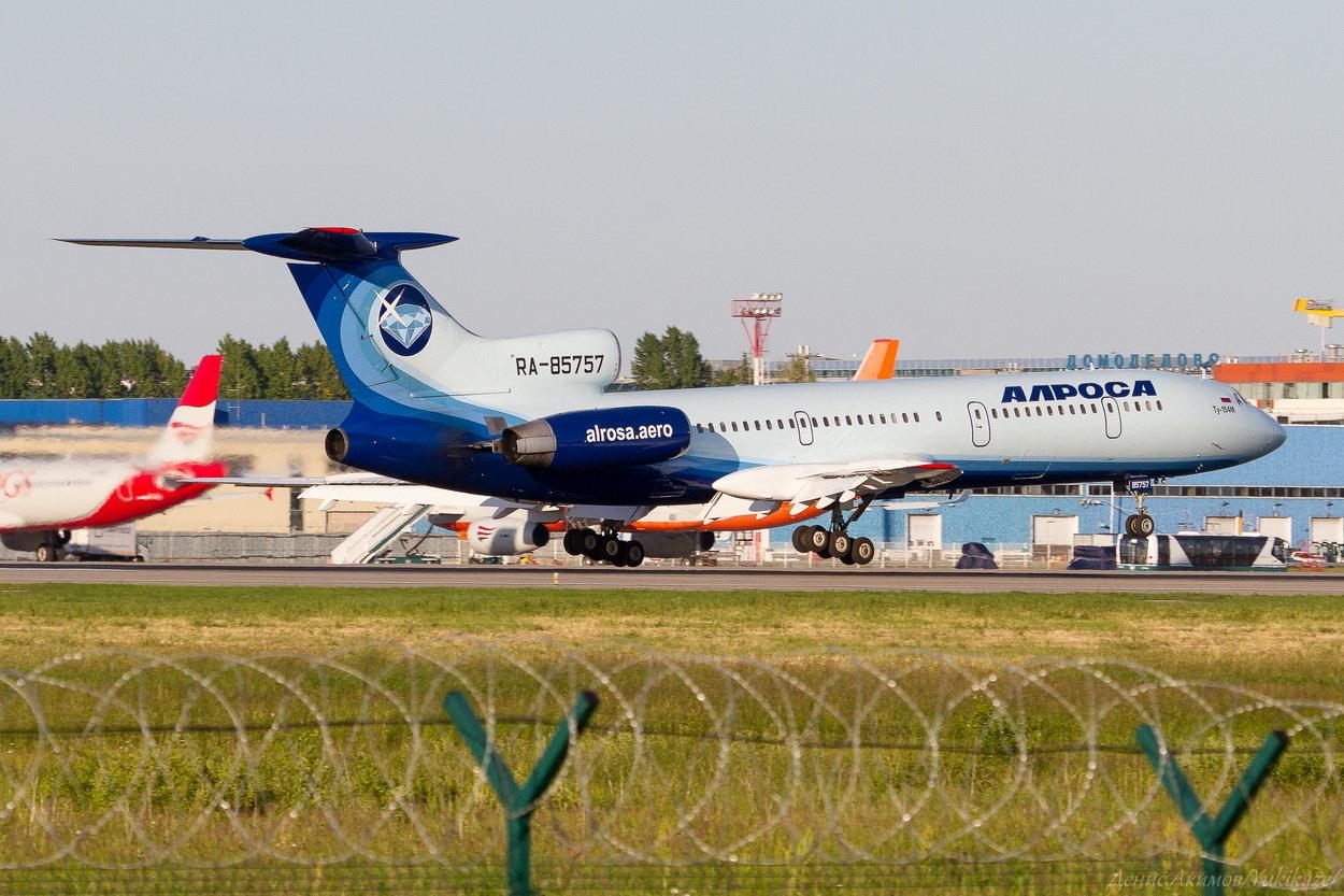 Алроса Туполев Ту-154М RA-85757-2.jpg
