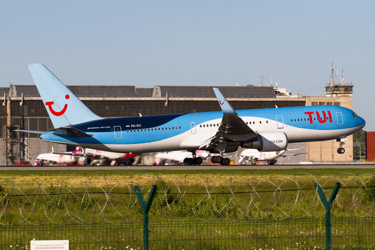 TUI Airlines Netherlands Boeing В767-300 PH-OYI.jpg