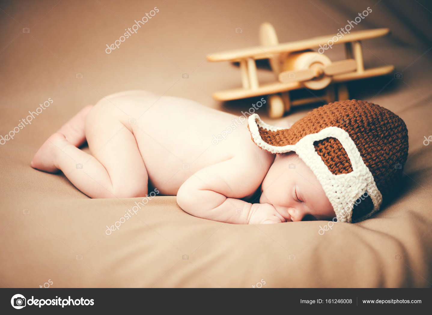depositphotos_161246008-stock-photo-small-baby-pilot[1].jpg