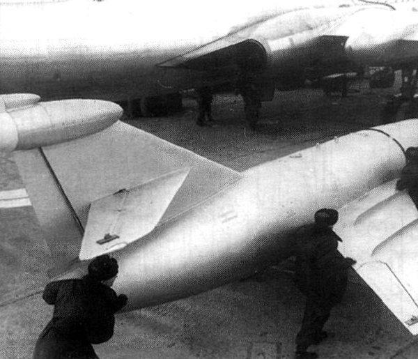 2.Raketa-KS-1-pered-ustanovkoj-pod-Tu-16KS.-600x515.jpg.4f81823f17d4c512e636dca4458f926f.jpg